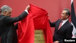 中多外長2018年9月21日為大使館開張揭牌。(路透社)