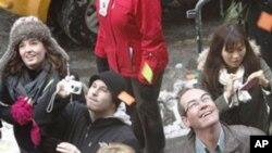 새해맞이 축제를 즐기는 미국인들