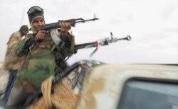 Antigos combatentes da Frelimo pedem armas para combater a Renamo - 2:53