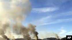 韩国的延坪岛被炮击后升起浓烟