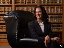 2004년 6월 샌프란시스코 검사 시절의 카멀라 해리스 후보.