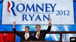 Mitt Romney ad mataimakinsa Paul Ryan kan dandali a zauren babban taron jam'iyyar Republican