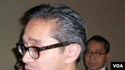 Menlu Marty Natalegawa memberikan penjelasan kepada wartawan mengenai manfaat ratifikasi traktat pelarangan menyeluruh uji coba nuklir (CTBT), Selasa (6/12).
