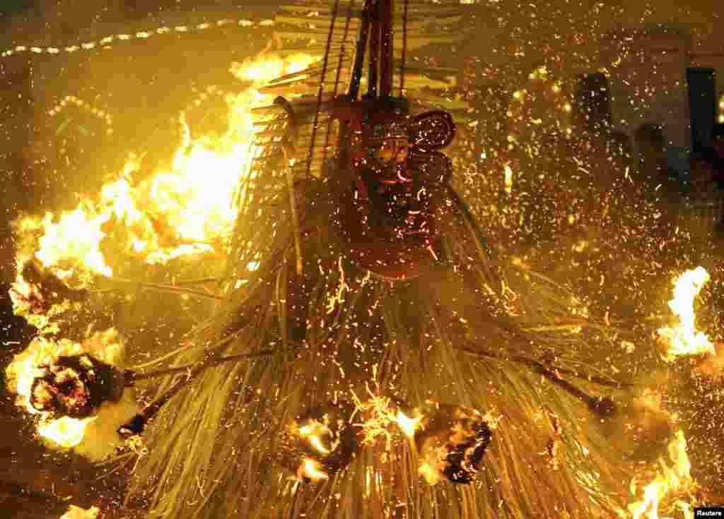 Hindu Allahı Kardakarnanın odla rəqsi
