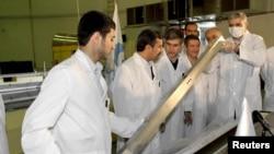 Махмуд Ахмадинеджад на открытии одного из ядерных проектов. Тегеран, Иран