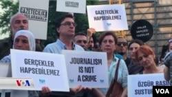 Protesto kirina rojnamevanên girtî li Tirkiyê