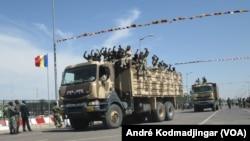 Les militaires tchadiens à N'Djamena, le 7 mars 2019. (VOA/André Kodmadjingar)