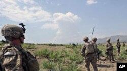হাক্কানী গ্রুপ পাকিস্তান -আফগানিস্তান সীমান্তের দু'ধারেই তত্পরতা চালিয়ে থাকে