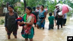 尼泊爾上星期的暴雨引發了山體塌方和洪災。