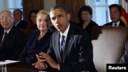 28일 백악관에서 행정부 내각 관리들과 회의 중인 바락 오바마 미국 대통령.