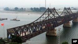 中國與北韓貿易額一月份降至近三年來最低﹐圖為中國丹東與北韓貿易重要連接橋樑。