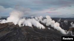 29일 아이슬란드 동부 바우르다르붕카 화산이 분출해 항공운항 적색경보가 내렸다. 바우르다르붕카 화산에서 흰 연기가 솟아오르고 있다.