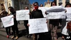 Periodistas protestan por el secuestro de su colega.