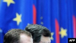 Ліворуч: президент Росії Дмитро Медведєв і голова Єврокомісії Жозе Мануель Баррозу