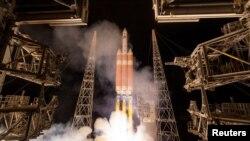 """""""帕克""""號太陽探測器於週日早些時候從佛羅里達州卡納維拉爾角發射升空。"""