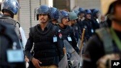 Polisi Pakistan melakukan penindakan besar-besaran pasca pemboman di Lahore, Minggu 27/3 (foto: dok).