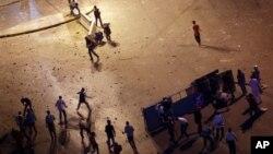 Hai phe ủng hộ và chống đối tổng thống bị lật đổ Mohamed Morsi đụng độ nhau ở Cairo, 5/7/13
