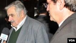 Recepción del Presidente José Mujica y su comitiva en visita oficial a Ecuador.