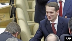 Poslanici stranke Jedinstvena Rusija čestitaju Sergeju Nariškinu, novoizabranom predsedniku ruske državne Dume u Moskvi 21. decembra 2011.
