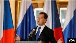 Presiden Rusia Dmitry Medvedev menyarankan dilakukannya investigasi atas hasil pemilu Rusia (8/12).