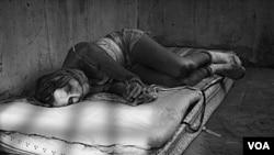 Para denunciar un crimen de tráfico humano visite la página web www.ice.gov o también puede llamar en inglés o español al 1866 347 2423.