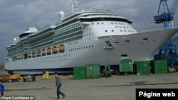 Barco crucero Jewel of the Seas, de la línea Royal Caribbean.