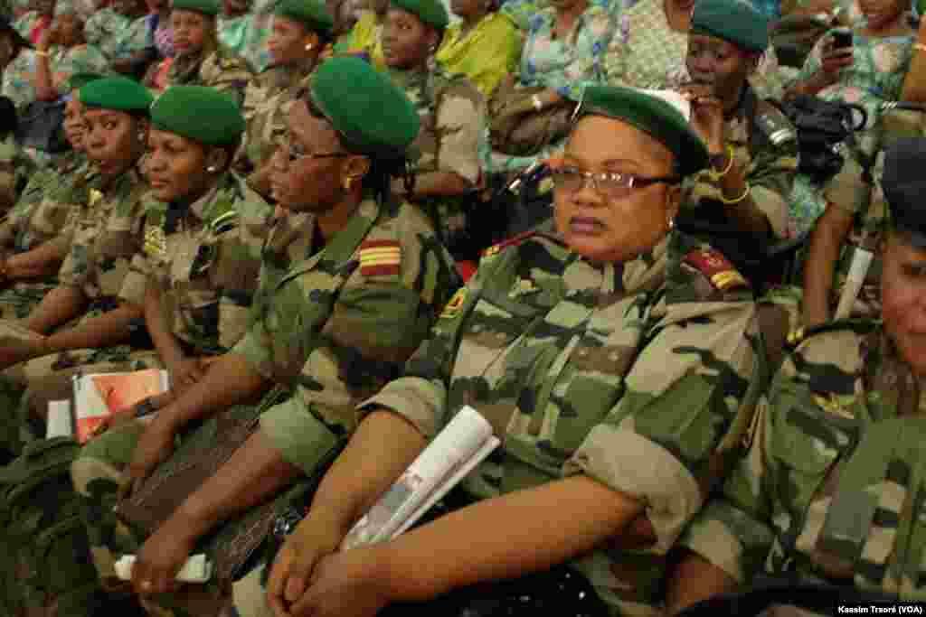 Les femmes militaires maliennes le 8 mars, à Bamako, Mali.