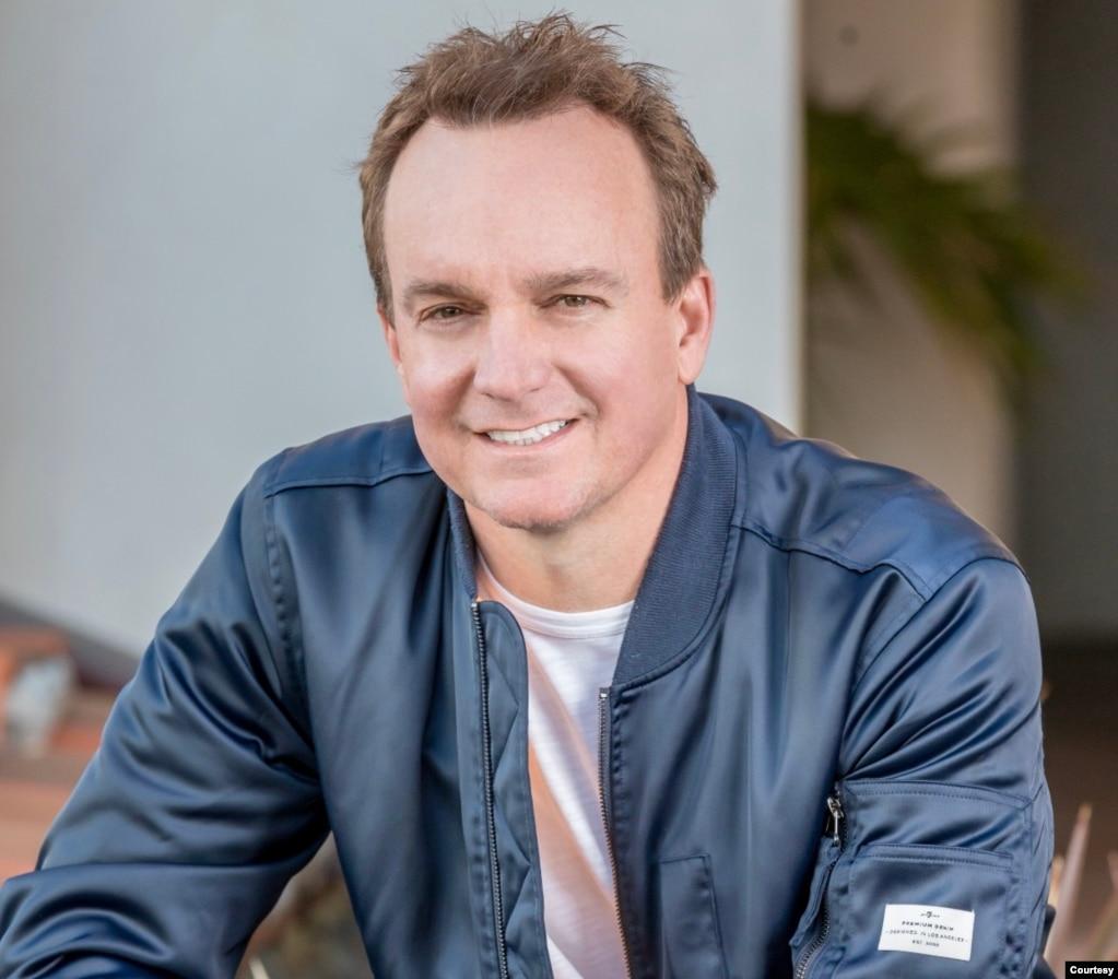 好莱坞制片人、《投喂中国龙》一书的作者克里斯·芬顿(Chris Fenton)。 (照片由本人提供)(photo:VOA)