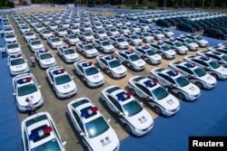 中国杭州的一个停车场里停满了为在这里举行的20国集团峰会服务的警车。