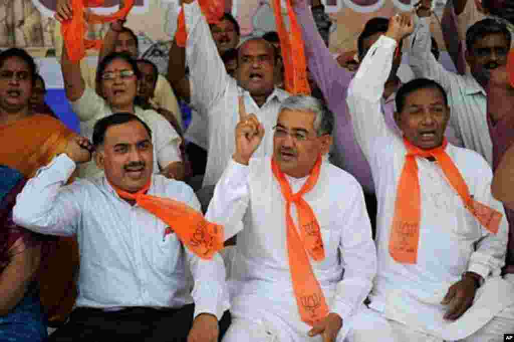 India's main opposition Bhartiya Janta Party state of Gujarat President R C Faldu (C) sits with other BJP supporters during a rally to support anti-corruption crusader Anna Hazare in Ahmedabad on August 17, 2011. (AFP)