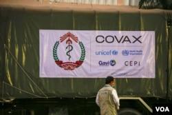 AstraZeneca vaccine arrived Phnom Penh international airport, Cambodia, on March 02, 2021. (Hean Socheata/VOA Khmer)