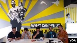 Amnesty International Indonesia bersama Kontras, Imparsial dan Lembaga Bantuan Hukum Jakarta menggelar jumpa pers di kantor Amnesty International Indonesia di Jakarta, Selasa (8/8) menyikapi penembakan di Deiyai, Papua. (Foto: VOA/Fathiyah Wardah)