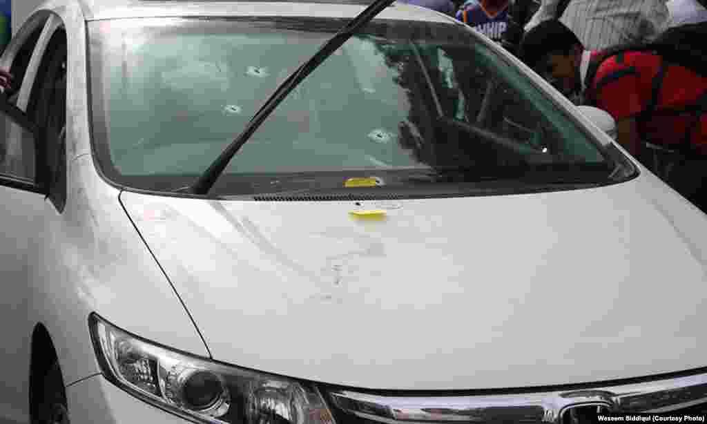 موت کے وقت امجد صابری اسی گاڑی میں سوار تھے۔ ونڈاسکرین پر گولیوں کے نشانات نمایاں ہیں