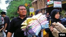 Pembagian bantuan sosial untuk korban letusan Gunung Merapi. (Foto: Dok)