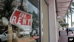 """Một cửa hàng treo bảng """"Cho Thuê"""" tại Miami Beach, Florida."""