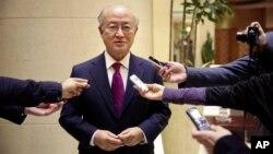 11일 이란 고위급 관리들과 테헤란에서 핵 협상을 벌인 아마노 유키오 국제원자력기구(IAEA) 사무총장이 기자단의 질문에 답하고 있다.