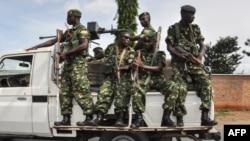 Des gardes de sécurité patrouillent à Bujumbura, au Burundi, le 17 mai 2018.