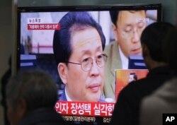 Bản tin về ông Jang Song Thaek được phát tại nhà ga xe lửa Seoul, Nam Triều Tiên