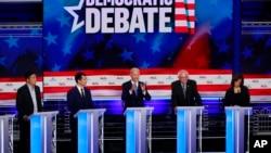 Demokratski kandidati s leva na desno: Endru Jang, Pit Butidžidž, Džo Bajden, Berni Sanders, Kamala Haris