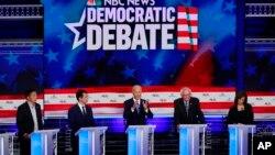 ការជជែកដេញដោលនៃបេក្ខជនពីគណបក្សប្រជាធិបតេយ្យ រួមមានអតីតអនុប្រធានាធិបតី Joe Biden និង លោកស្រី Kamala Harris កាលពីថ្ងៃទី២៧ មិថុនា ២០១៩។
