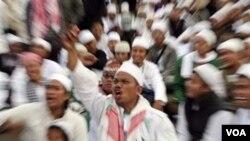 Demonstrasi di depan Istana Negara, Jakarta, beberapa pekan lalu, menuntut pembubaran Ahmadiyah (1/3).