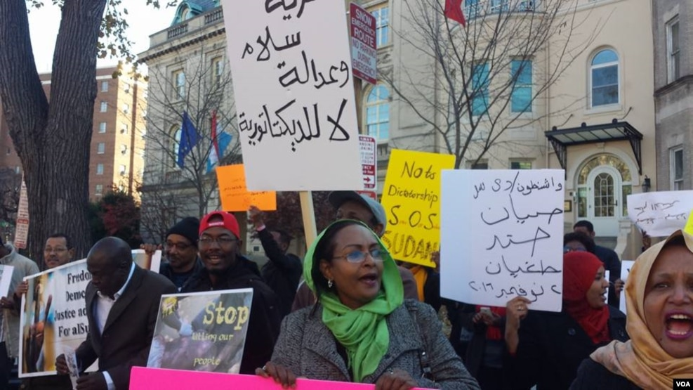 Protestors gather in front of the Sudanese embassy in Washington to protest increased electricity costs that have sparked a national disobedience campaign in Sudan. (VOA/ N. Taha)
