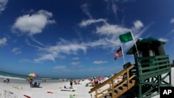 This May 18, 2017 photo shows Siesta Beach on Siesta Key in Sarasota, Florida. (AP Photo, Chris O'Meara)