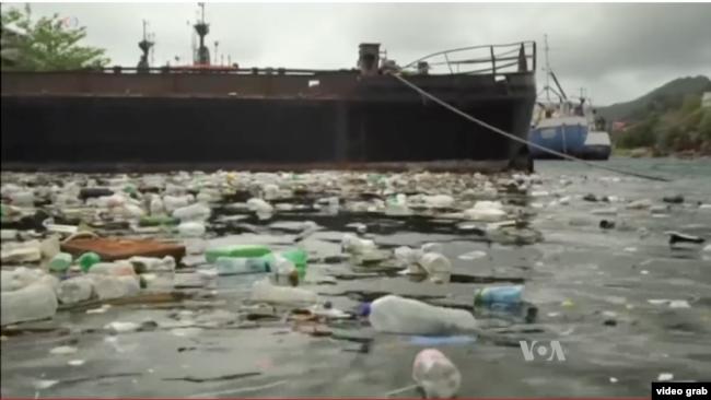 Sampah plastik mengotori lautan (Foto: VOA-Steve Baragona/Videograb)