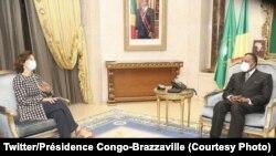 Président Denis Sassou N'Guesso (D) na masolo na motambwisi ya UNESCO Audrey Azoulay na Brazzaville, 14 octobre 2020. (Twitter/Présidence Congno-Brazzaville)