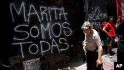 """Una gran mayoría de las víctimas son mujeres, quienes son secuestradas para luego obligarlas a prostituirse. Ese fue el caso de María de los Ángeles """"Marita"""" Verón, en Argentina."""