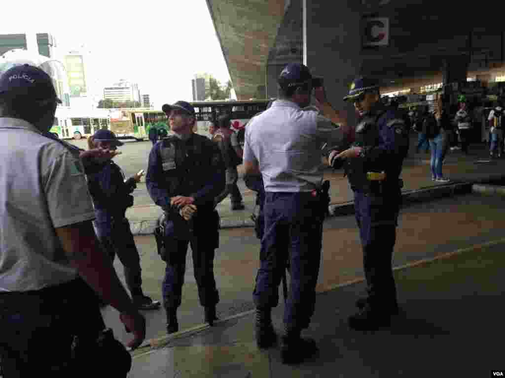 Police deploy ahead of World Cup protests in Brasilia, Brazil, June 23, 2014. (Nicolas Pinault/VOA)
