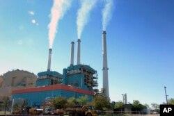 کارخانے اور موٹرگاڑیاں کاربن گیسوں کے اخراج کا ایک ہم ذریعہ ہیں۔