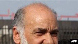 Lãnh tụ đối lập Hồi giáo Shia Hassan Meshaima ra khỏi phi trường quốc tế ở Muharraq, Bahrain, ngày 26 tháng 2, 2011