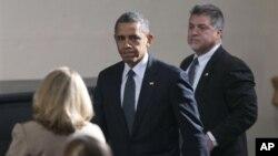지난 16일 총기참사가 발생한 미 코네티컷주 뉴타운을 방문한 바락 오바마 대통령.